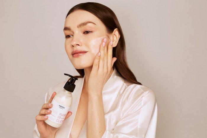 Mleczna emulsja oczyszczająca do twarzy MAKE IT CLEAR (200ml) z Veoli Botanica 02